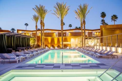 ARRIVE Palm Springs Palm Springs (California) ARRIVE is located in Palm Springs, 1.6 km away from downtown Palm Springs. Guests can enjoy the convenient on-site bar.  Each air-conditioned room at ARRIVE features a DirecTV, an Apple TV and a minibar.