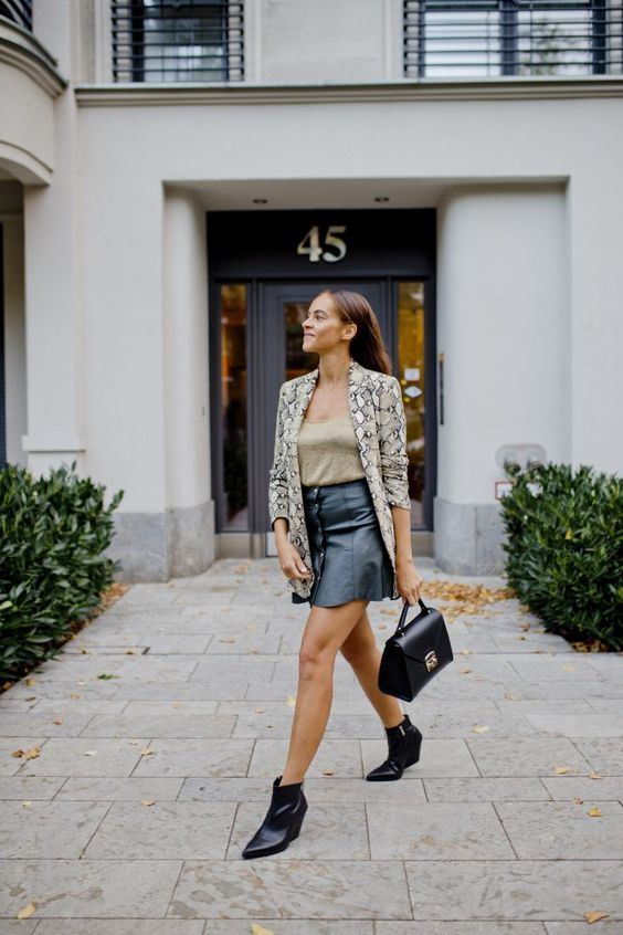 Fall look - Snake print jacket and cowboy boots - Les Berlinettes