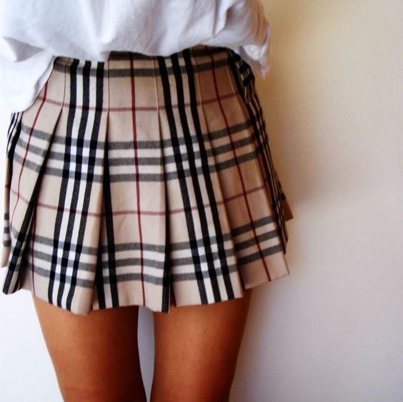 burberry style pleated skirt                                                                                                                                                     Mehr
