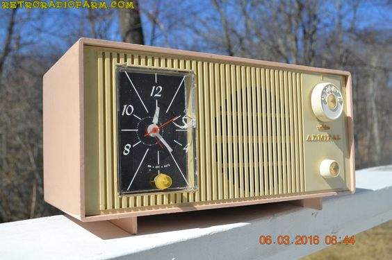 BLUETOOTH MP3 Ready - PINK AND CREAM Two Tone Mid Century Retro Admiral Tube AM…