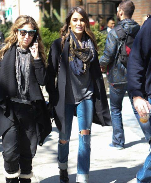 Nikki Reed passou a última semana em New York, divulgando seus novos trabalhos, e foi fotografada na quinta-feira (24) andando pela cidade logo após deixar o Bowery Hotel. A atriz estava toda elegante
