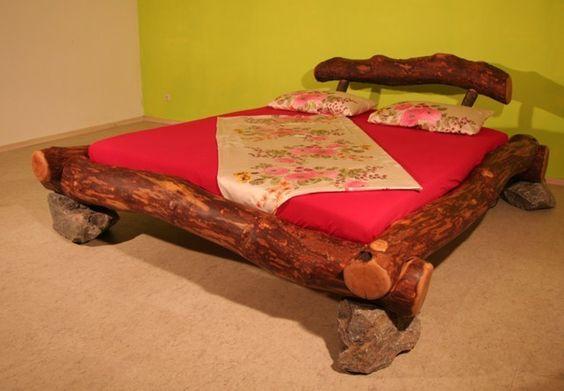 Rundbalkenbett in Erle  Dieses Bett wird in bei uns in der Schreinerei fast ausschließlich in Handarbeit gefertigt.  Das Holz stammt nicht einfach aus dem Großhandel, sondern wird von uns...