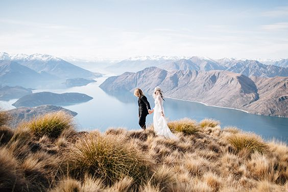 Stunning mountain shoot in Wanaka by Lake Wanaka Tourism (Planning) + James Frost (Photography) - via Magnolia ROuge: