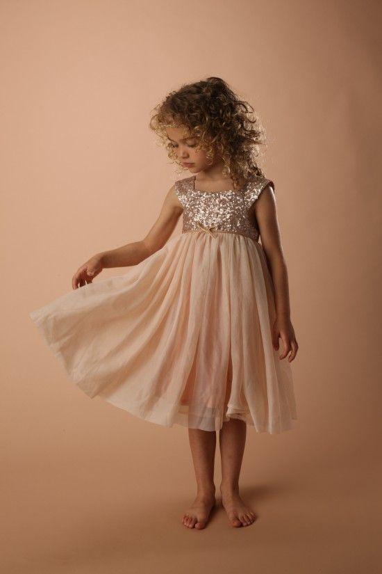 La chance va tourner pour les enfants née un 25 décembre grâce au concours Sergent Major car pour ses 25 ans la marque offrira 25 robes à 25 fillettes.