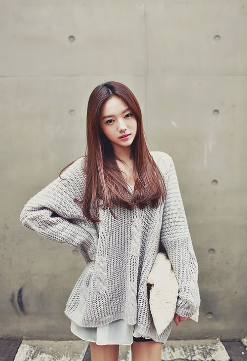 Urban Korean fashion. This sweater--want it! -Lily. #streetstyle #ulzzang