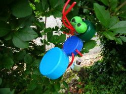 Création de bestioles et personnages rigolos : valorisation artistique des déchets dans le cadre des Juniors du Développement Durable.