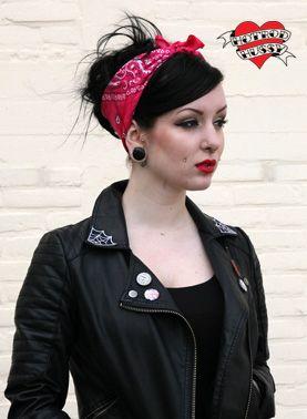 http://www.hotrodhussy.com/shop/accessoires/hair_wear/grease_rag_fuschia/425