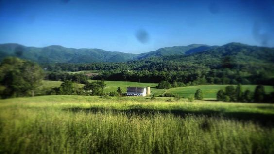 #adventure #Asheville #barn #farm #mountains #bluesky #landscape by zoe_lovesnowboarding http://bit.ly/AdventureAustralia