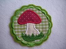 Pilz Applikation mit Bogenrand in grün