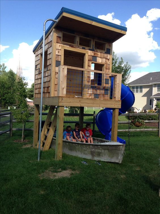 Boys clubhouse complete with firemans pole and a wooden for Boys outdoor playhouse
