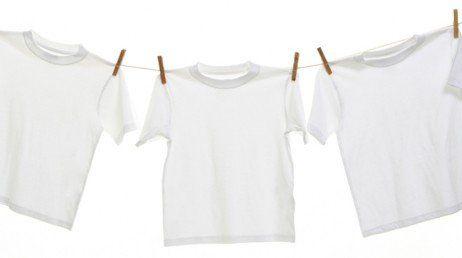 Todo homem com roupas mais claras já passou pelo problema de ter uma camisa com as manchas amarelas de suor debaixo dos braços. Porém, é um problema que dá pra evitar e consertar com facilidade. Neste artigo, iremos ensinar aos nossos leitores com...