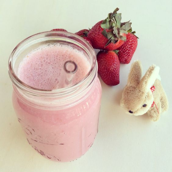 Smoothie with Strawberry and almond milk