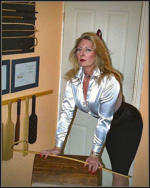 Mature spanking tube-9721