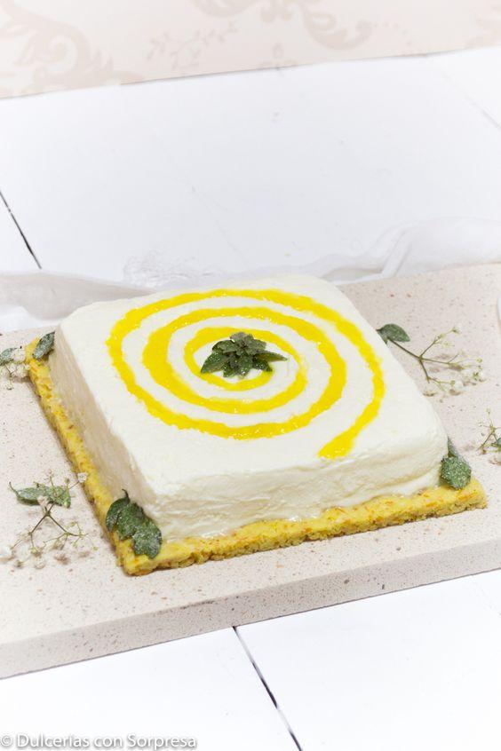 Crumble crujiente de cítricos - mousse de queso con interior de vainilla y mermealda de naranja NH Decoración en espiral con mermelada de limón NH y albahaca cristalizada.