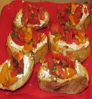 The perfect summer recipe: Fresh bruschetta with goat cheese toasts
