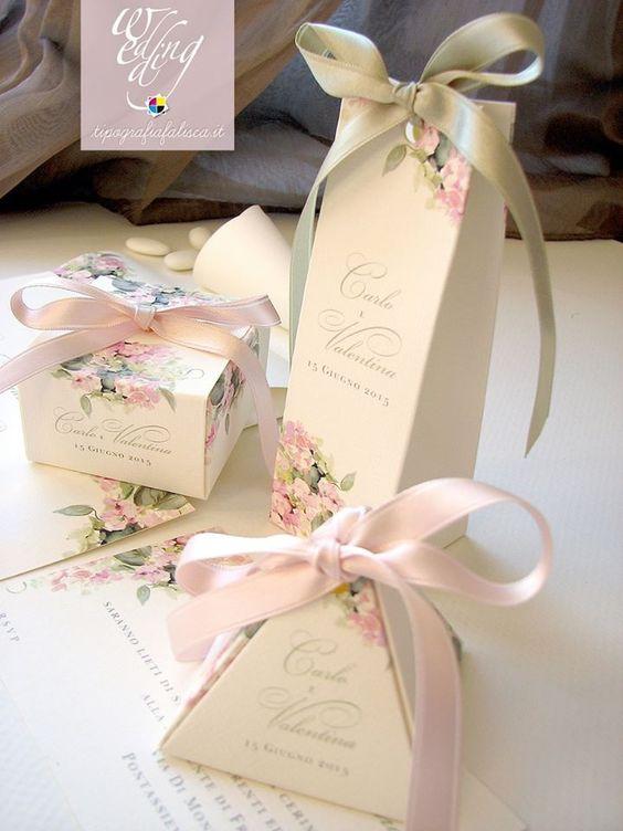 Scatoline portaconfetti con decoro ortensia rosa...inguaribile romantica. www.tipografiafalisca.it