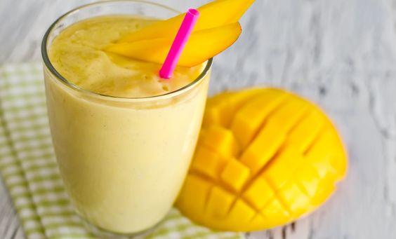 Ahoi Pirat! Der Winter steht vor der Tür, aber wir lassen die Karibik herein! Unser Mango-Kokos Proteinshake lässt eingefrorene Warmblütler wieder nach Luft schnappen! Das beste aber, der Shake ist nicht nur paradiesisch lecker, absolut natürlich, sondern auch ein richtig guter Post-Workout-Drink, der mit Proteinen und Vitaminen vollgestopft ist – Fertig machen zum Kentern Zutaten …