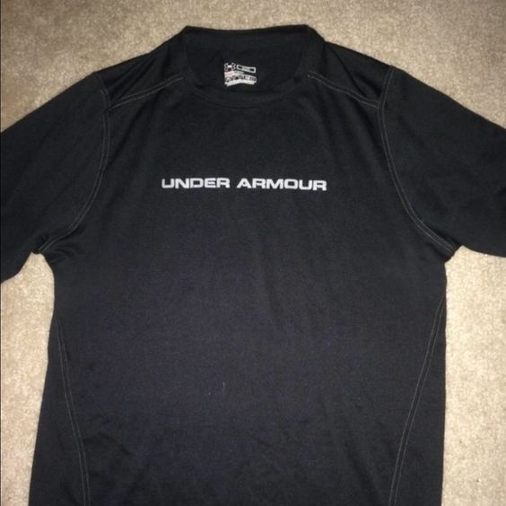 Medium under armor Dri-fit workout shirt for men Black form fitting workout shirt Under Armour Tops Muscle Tees