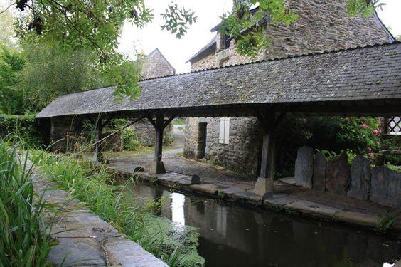 Rochefort en Terre (Morbihan)  lavoir du XVIème siècle