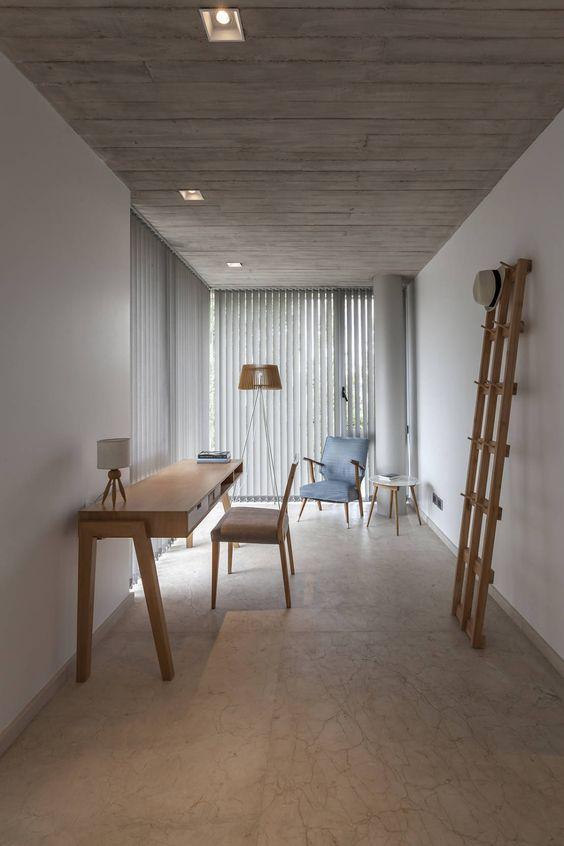 CASA HARAS : Estudios y despachos modernos de ESTUDIO GEYA