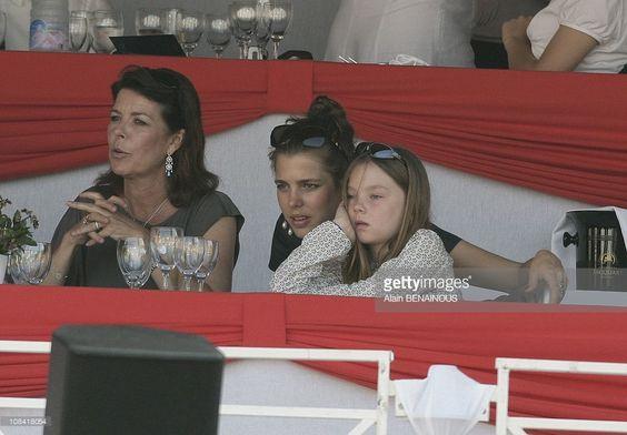 księżna Hanoweru i księżniczka Monako Caroline z córkami: Charlotte Casiraghi i księżniczką hanowerską Alexandrą [lipiec 2008]