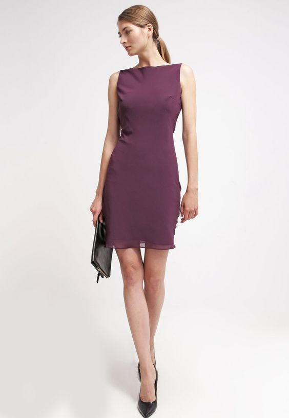 Lass deinen Rücken entzücken! Young Couture by Barbara Schwarzer Cocktailkleid / festliches Kleid - plum für 169,95 € (18.03.16) versandkostenfrei bei Zalando bestellen.