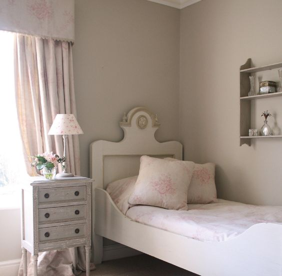 3) Farrow and Ball Stony Ground: Kate Forman says, 'I must have used this colour in almost every house I have worked on. it's one of those colours that seems to go with just about everything. All of our designs sit with this perfect soft stone grey colour. Here I have used it in this bedroom with our Pink Sophia for the curtains and the bed making the scheme more sophisticated and less 'girlie' in its feel!' Full details on Modern Country Style blog: Kate Forman's 8 Favourite Farrow and Ball…