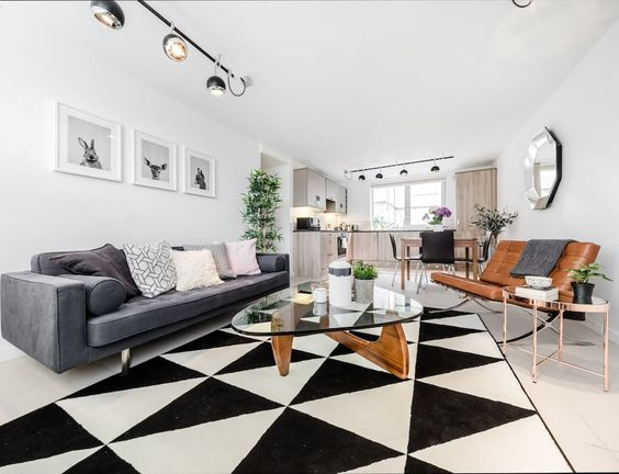 Modern 2 bedroom apartment in Oxford Circus, fitting up to 4 guests. Airy, modern and bright style.