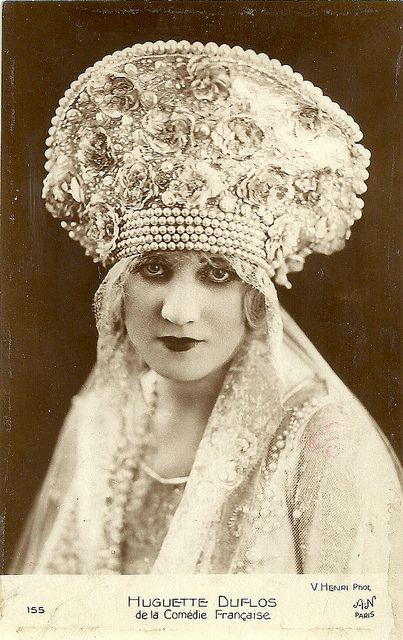 Pearl edged bridal headpiece, 1924: