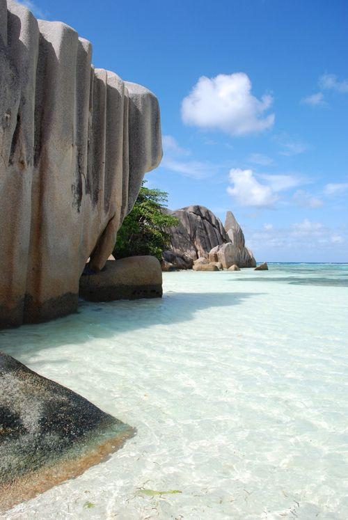 Hay hoteles y resorts que intentan imitar algo así, pero esto es el paraíso en su estado natural: Las islas #Seychelles, #OneTwoTrip: