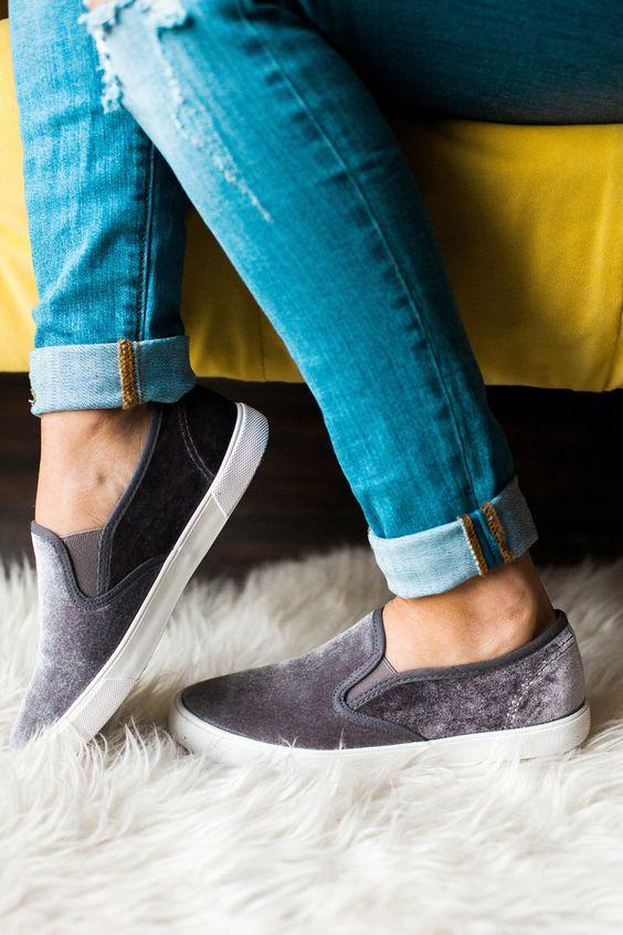 Zapatillas de terciopelo estilo vans.