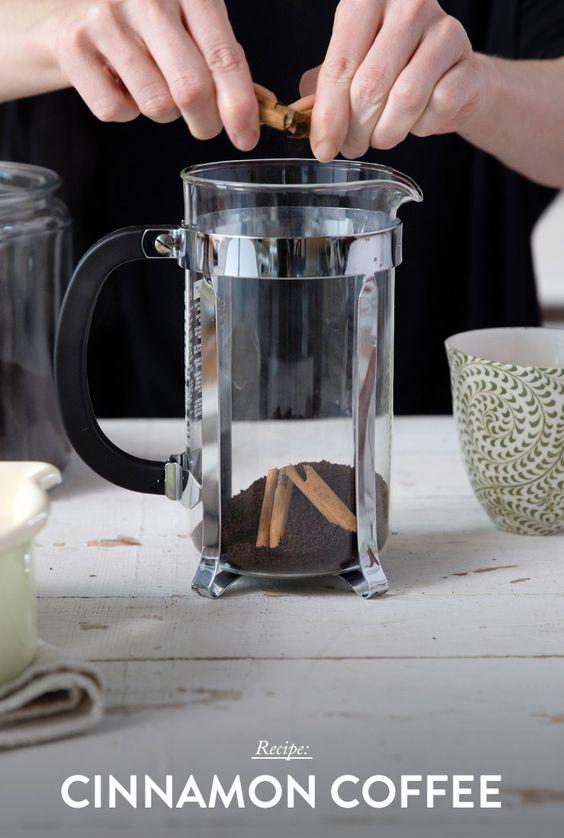 adding cinnamon to coffee grounds