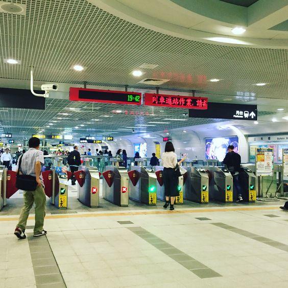 台北市内の地下鉄の改札口