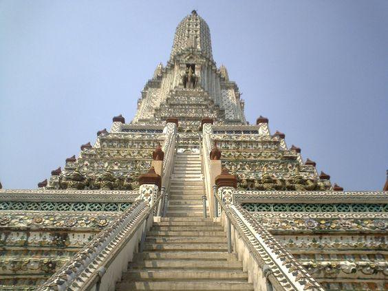 タイの素敵な寺院の1枚です。