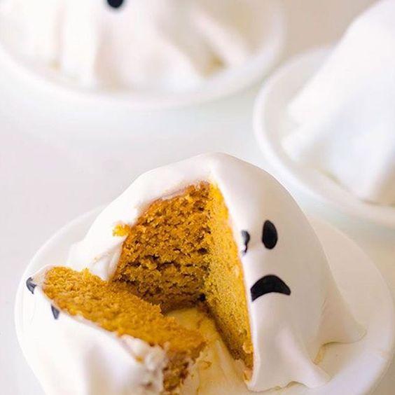 Happy #halloween #weekend  #ghost  #cake #pumkin #food #dessert #halloweenfood www.kidsdinge.com    www.facebook.com/pages/kidsdingecom-Origineel-speelgoed-hebbedingen-voor-hippe-kids/160122710686387?sk=wall         http://instagram.com/kidsdinge #Kidsdinge #Toys #Speelgoed