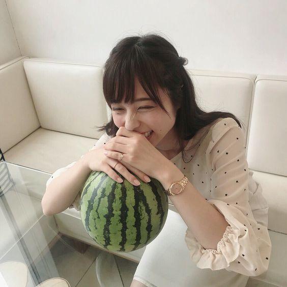 スイカと山本萩子アナ
