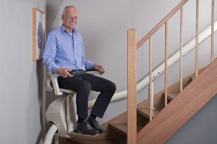 Unum, la silla salvaescaleras monoraíl que se integra en el entorno - Artículos de Ortopedia