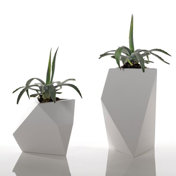 mesetas geométricas hechas de cerámica utilizadas en los interiores: