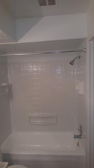 Rust Oleum Specialty 1 Qt White Tub And Tile Refinishing Kit 7860519 The Home Depot In 2020 Bathroom Remodel Shower Tub Refinishing Fiberglass Shower Stalls