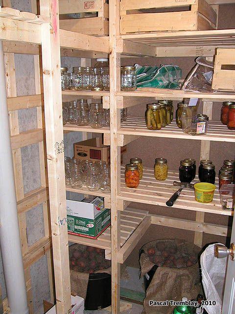 Chambre froide et Garde Manger Préservation des aliments - Étagères Conserves. Instructions: http://www.france-jardinage.com/chambre-froide/chambre-froide-2.html