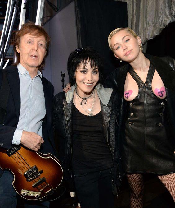 """DAS IST ROCK & ROLL! Mileys Brüste haben schon die """"Hall of Fame"""" gesehen"""