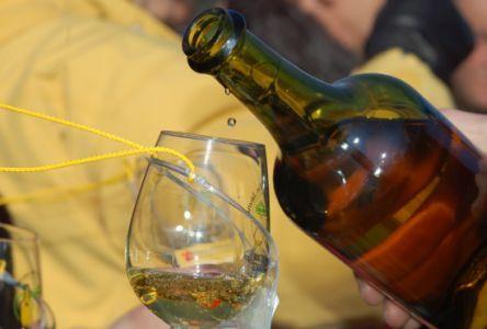 La percée du vin jaune du Jura, l'un des plus grands événements oenotouristiques de France. http://www.mon-vigneron.com/magazine/decouvrez-la-percee-du-vin-jaune-2013#