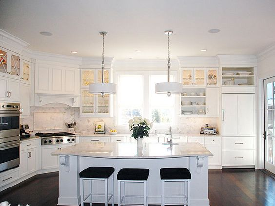 Oh my goodness... if I had a kitchen like this I would literally never leave it!