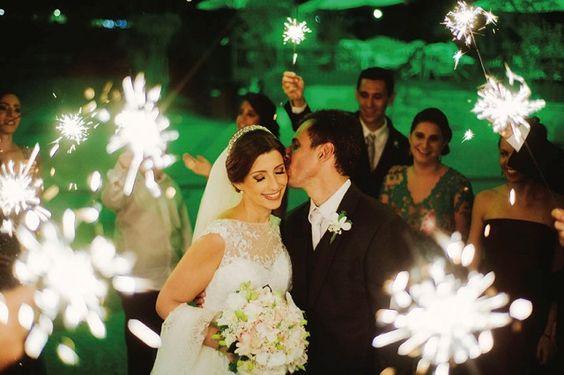 Confira mais detalhes do casamento de Raphaela e Bruno no  Euamocasamento.com #euamocasamento #NoivasRio #Casabemcomvocê