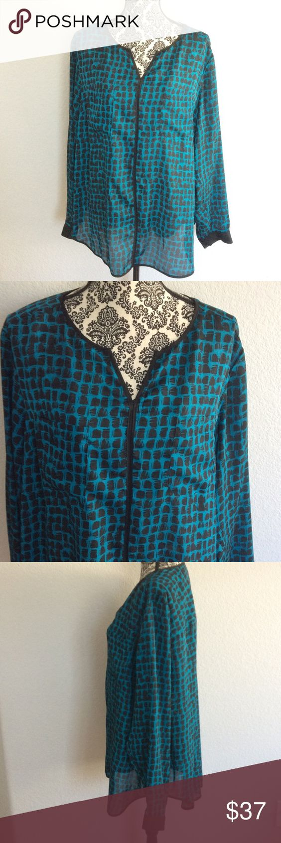 Liz Claiborne long sleeve top Long sleeve pullover top. New without tags. No rips or stains. Size 2x 100% polyester. Chest laying flat is 27inches. Rounded bottom. Two pockets on the front chest.  Cuff at the end of the arms. Color is turquoise and black. Liz Claiborne Tops Tees - Long Sleeve