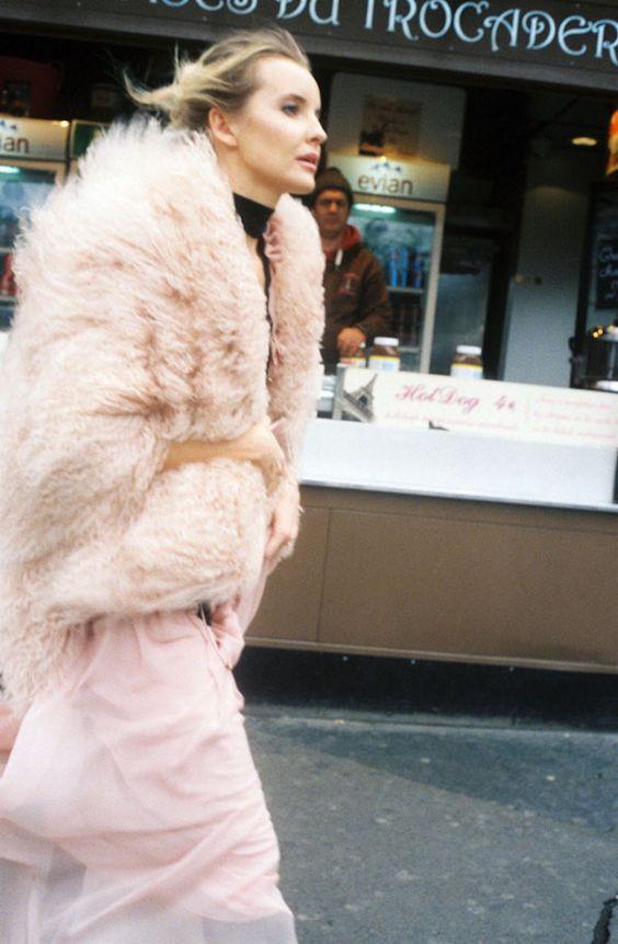 クチュールコレクションスナップ。フェミニンな香りが漂う、モードなマイスタイル。|ストリートスナップ(フォトグラファー ナム)|VOGUE JAPAN