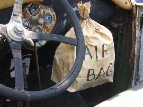 Pas la peine de frimer moi aussi j'ai un airbag  http://www.15heures.com/photos/pas-peine-frimer-jai-airbag-2526.html #WTF