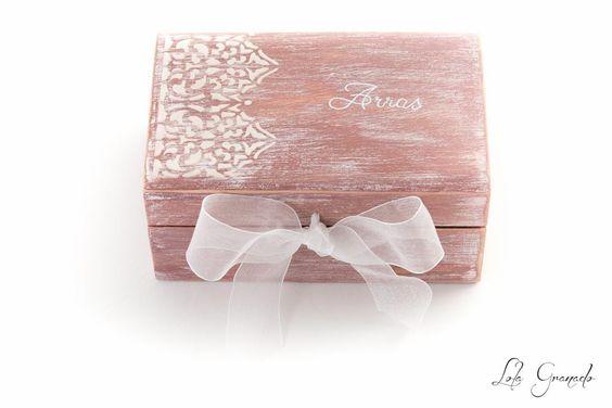 #Caja para llevar las #arras. #Boda Yolanda y Cosme. Ideal para una #boda al aire libre con un estilo #rústico #vintage. www.lolagranado.com