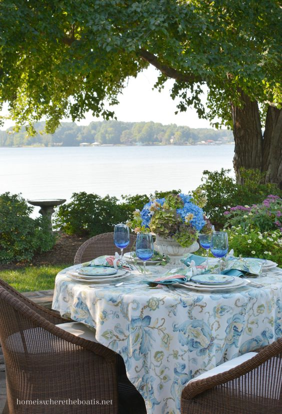 Lakeside table and Summer's Last Hurrah with Hydrangeas and Majolica…