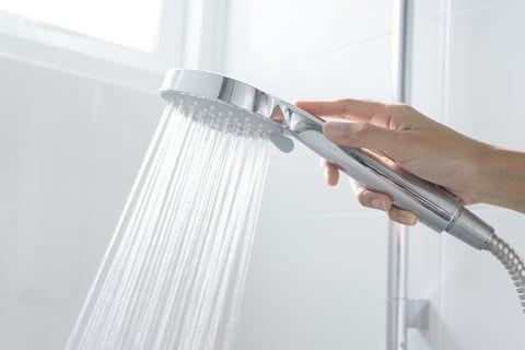 お風呂の掃除 正しい浴室掃除のやり方と必要な道具は シャワー